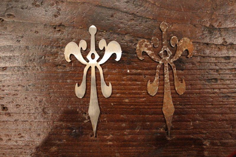Blech-Ornament auf alt trimmen 11